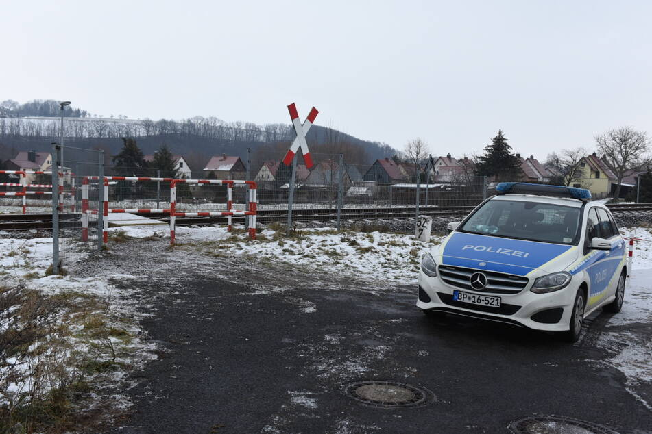 An diesem Bahnübergang geschah der tragische Unfall. Ein Fußgänger wurde von der RB 110 (Döbeln - Leipzig) erfasst und starb.