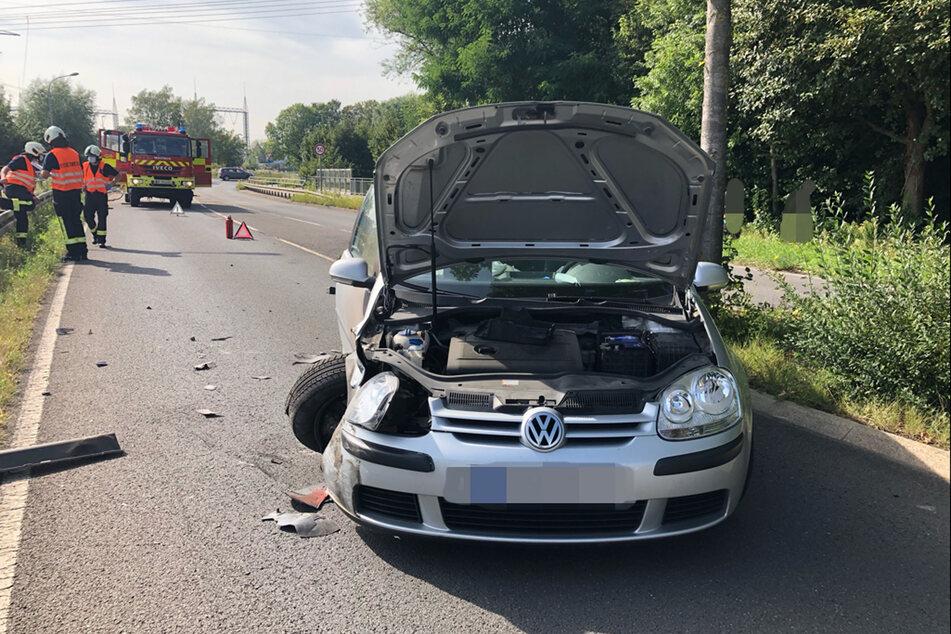 Auch der VW Golf des 83-Jährigen wurde enorm beschädigt und musste nach dem Unfall in Mettmann abgeschleppt werden.
