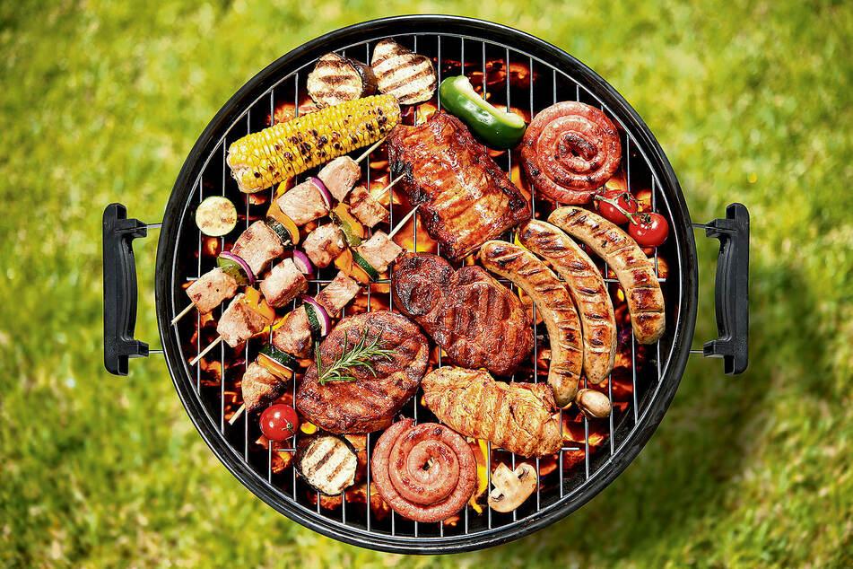 Das Angebot an Grill-Waren wächst von Jahr zu Jahr. Fleisch, Fisch, Käse, Gemüse, Obst - alles schmeckt frisch vom Grill.