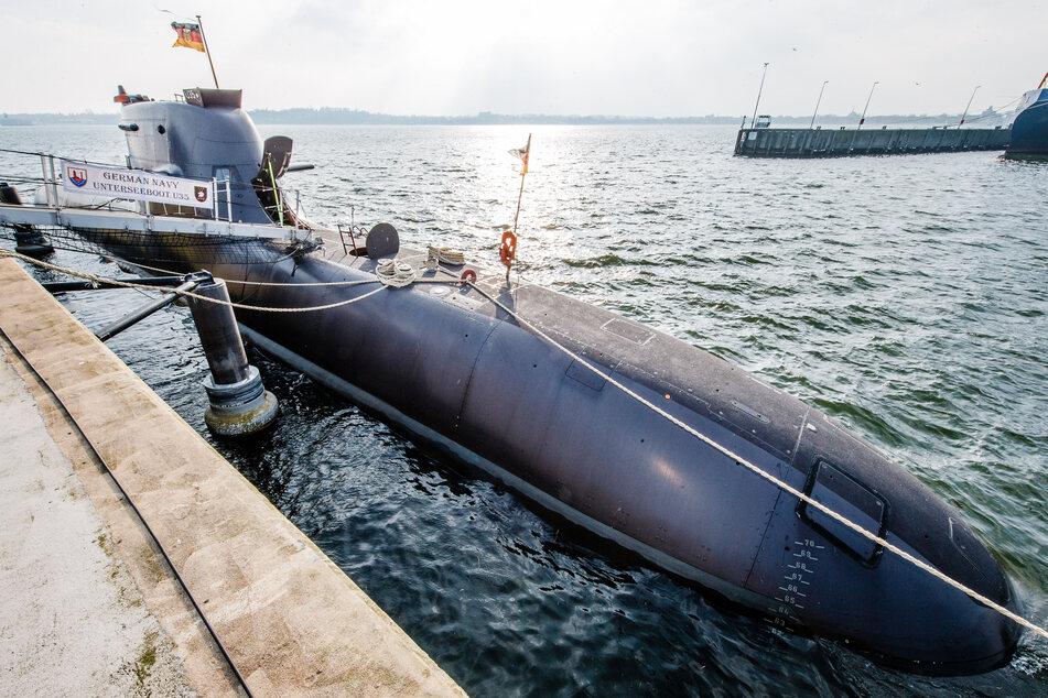 Tödlicher Unfall auf U-Boot: Arbeiter wird eingeklemmt und stirbt