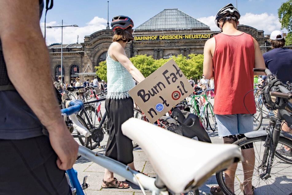Bis zu 600 Teilnehmer machten sich auf den Weg, um gegen den geplanten Autobahnausbau zu demonstrieren.