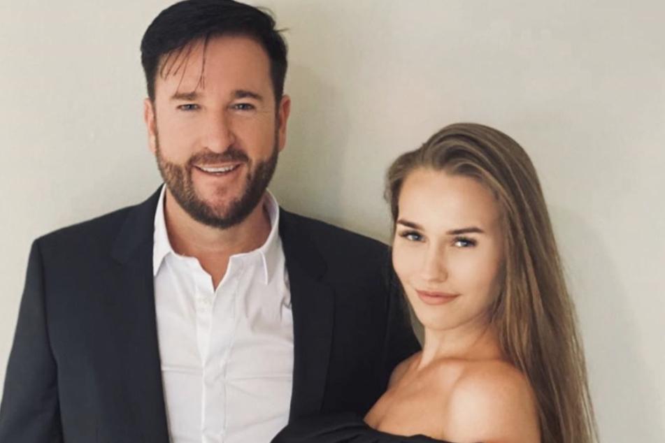Nun sind sie auch auf dem Papier Mann und Frau: Laura Müller (19) und Michael Wendler (47).