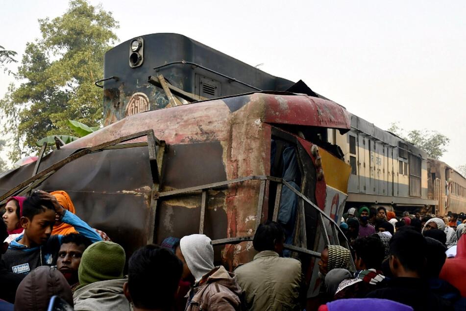 Bei dem Zugunglück gab es bislang ein Dutzend Todesopfer.