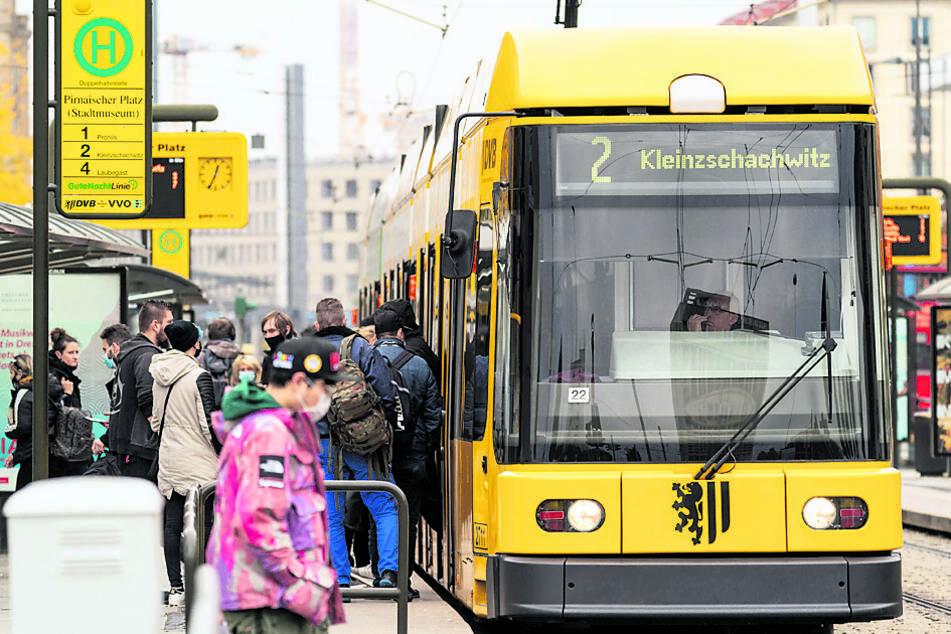 In Straßenbahnen müssen Kinder ab einem Alter von sieben Jahren Maske tragen, auf Spielplätzen hingegen ab vollendetem 10. Lebensjahr.