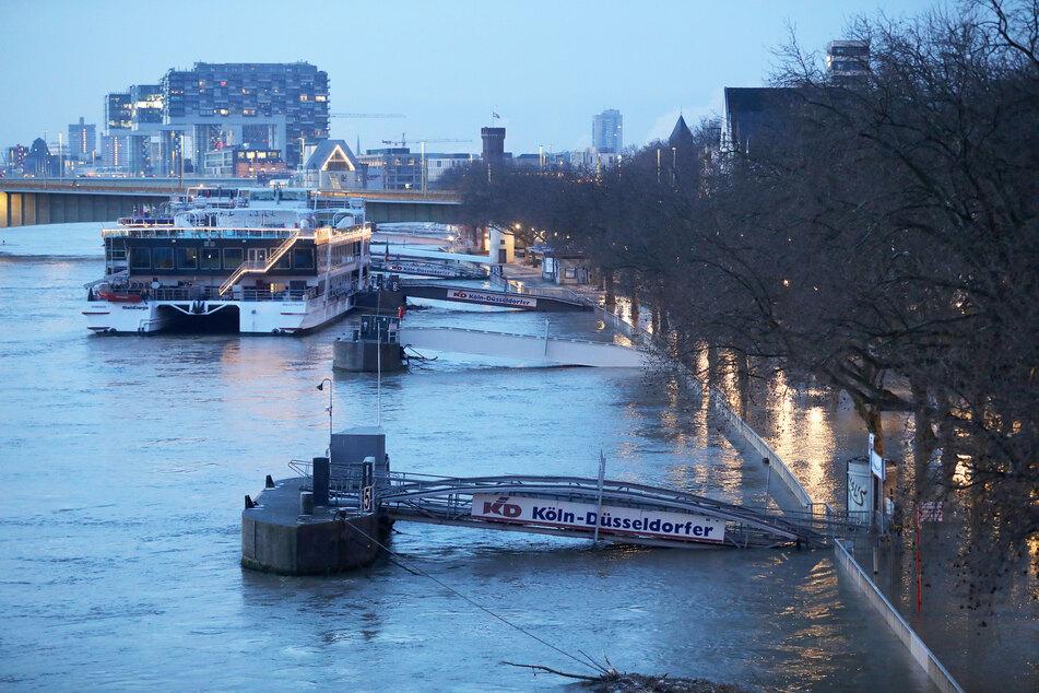 Am Dienstag ist das Pegelstand in Köln wieder unter die kritische Marke von 8,30 Metern gesunken.