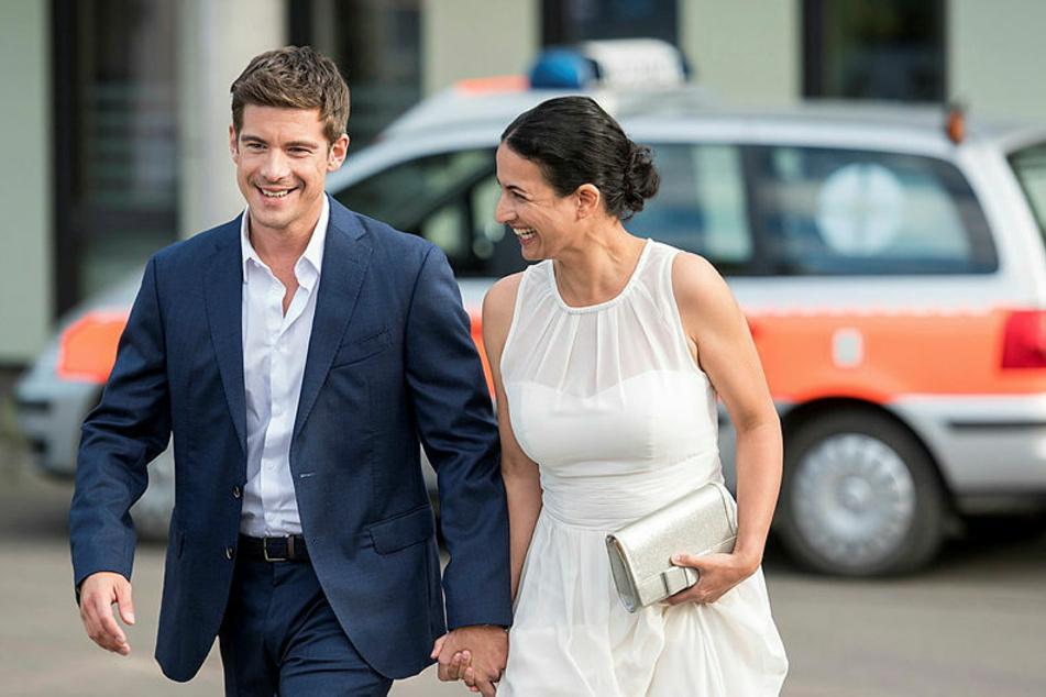 Das Liebesglück zwischen Leyla (Sanam Afrashteh, 44) und Benjamin (Philipp Danne, 36) ist perfekt. Sie wollen heiraten.