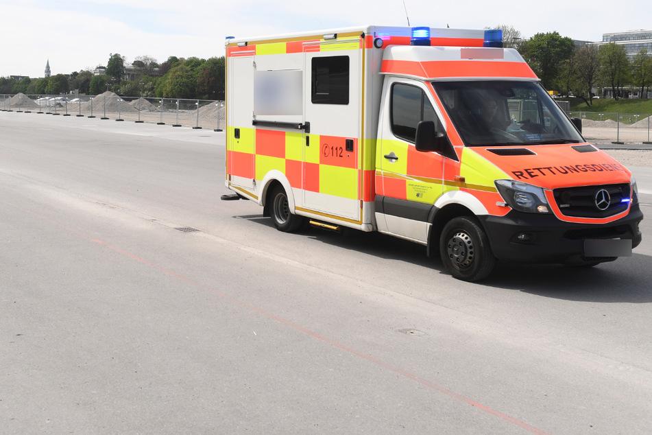 Auto prallt bei Unfall frontal gegen Mauer: Zwei Tote, drei Schwerverletzte!