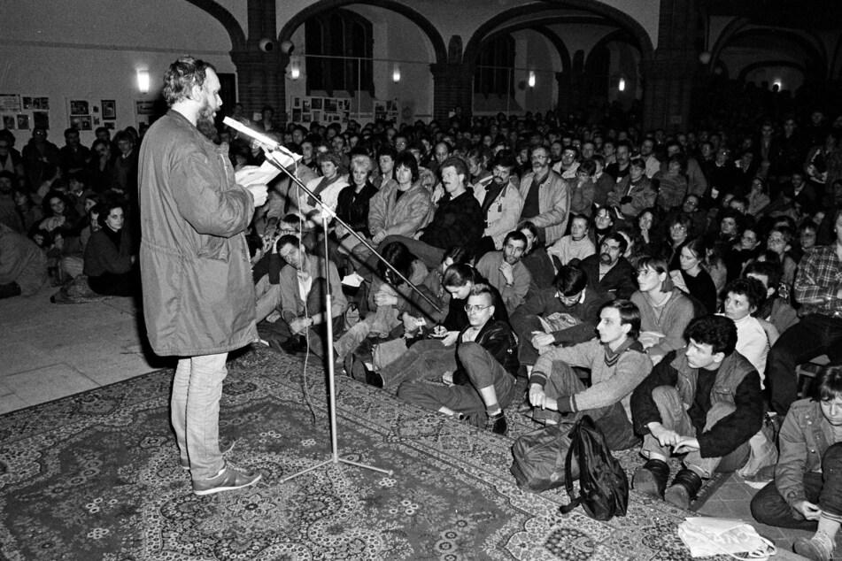 Reinhard Schult im Jahr 1988. Der frühere DDR-Bürgerrechtler Reinhard Schult ist am vergangenen Wochenende kurz nach seinem 70. Geburtstag nach langer schwerer Krankheit gestorben. (Archivbild)