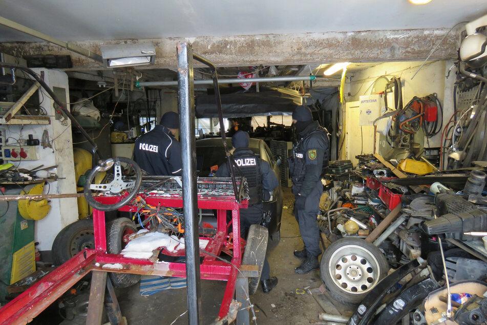 Zahlreiche gestohlene Fahrzeugteile wurden von den Ermittlern ausfindig gemacht.