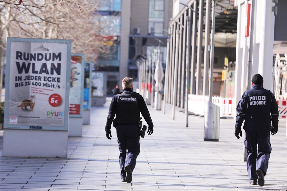 Das Ordnungsamt patrouilliert über die Prager Straße.