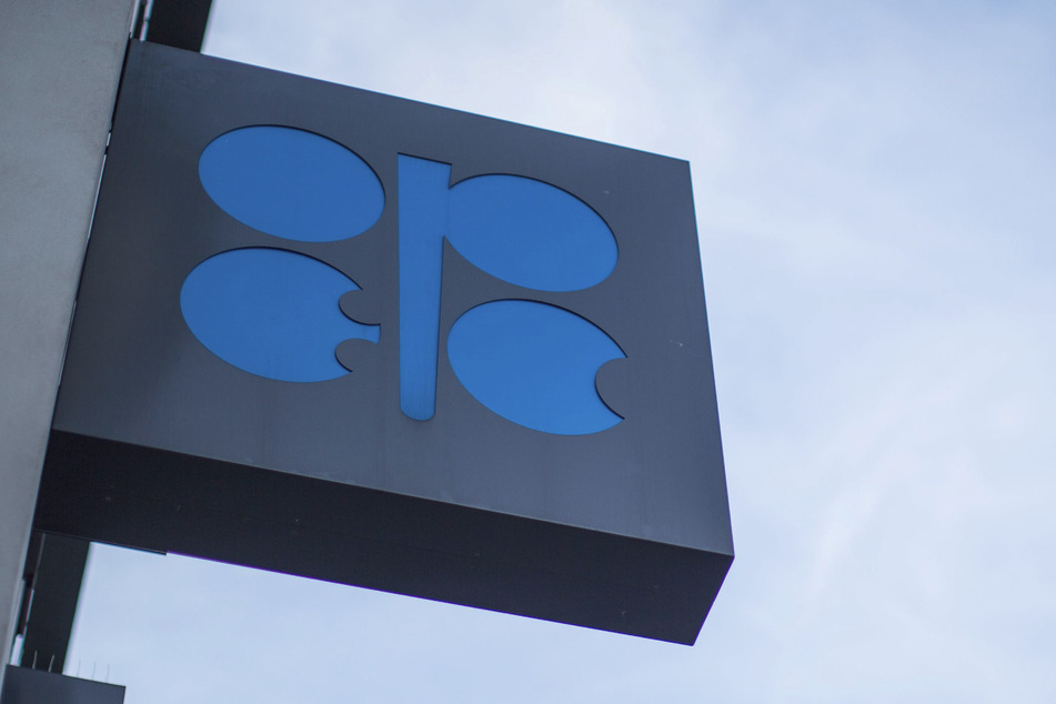 Das OPEC-Logo am Sitz der Organisation Erdöl-exportierender Länder (Organization of the Petroleum Exporting Countries, OPEC). (Archivbild)