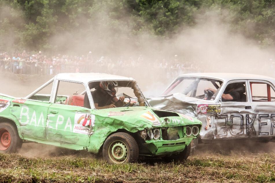 Bereits zum 14. Mal findet das Crash-Car-Rennen in Seiffen im Erzgebirge statt. (Symbolbild)
