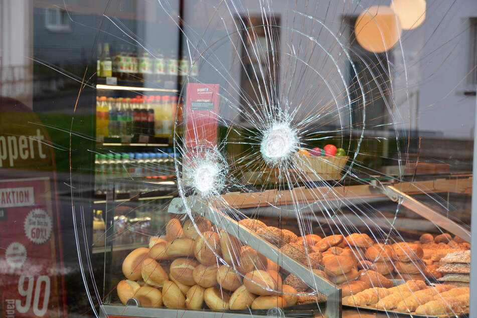 Flüchtling vor Bäckerei von Polizist erschossen: Drohen Beamtem doch noch Konsequenzen?