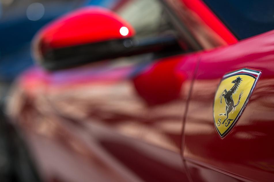 Teurer Bleifuß: Ferrari-Fahrer schrottet sein Schätzchen