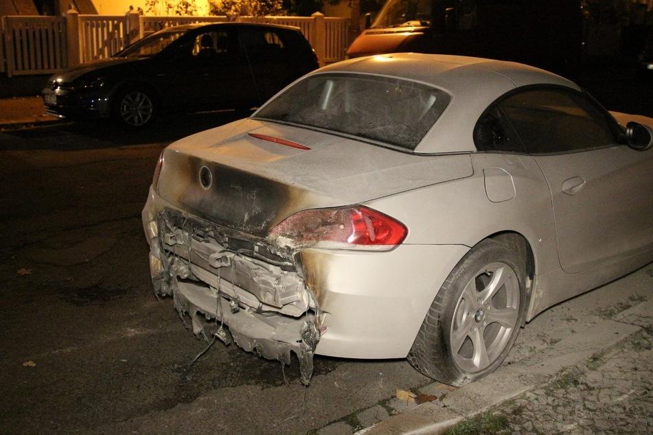Auch ein in der Nähe geparkter BMW wurde beschädigt.