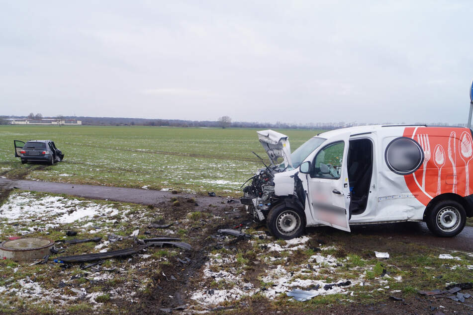 Die beiden Fahrzeuge krachten an einer Kreuzung zusammen.