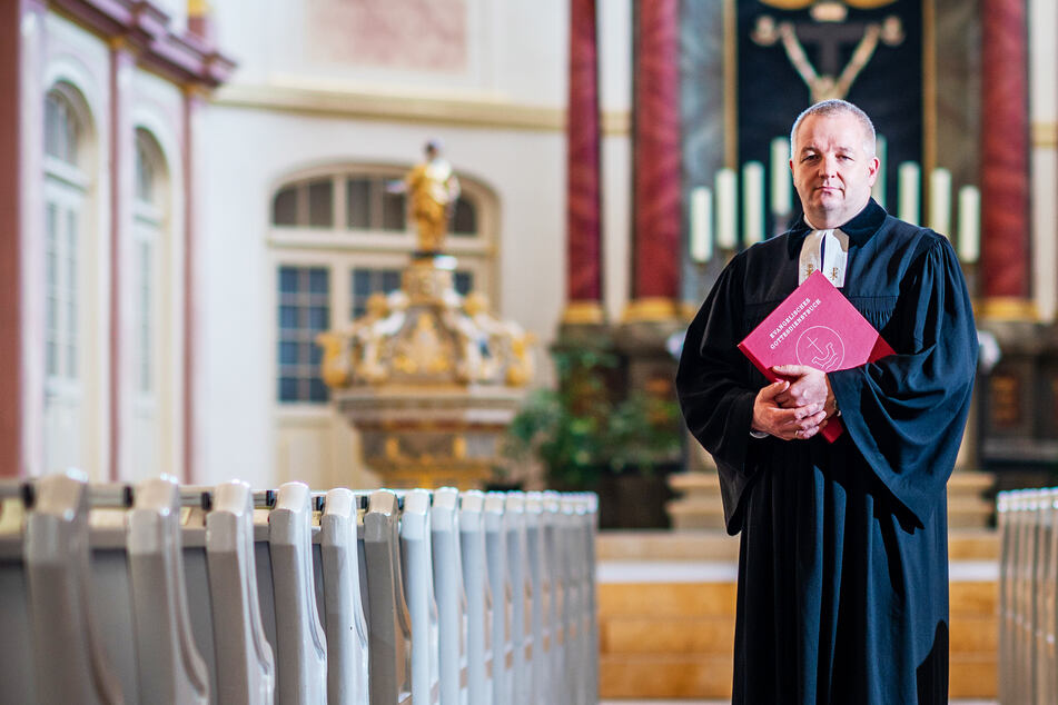 Ab morgen wieder Gottesdienst, aber Corona-Sündern drohen irdische Strafen