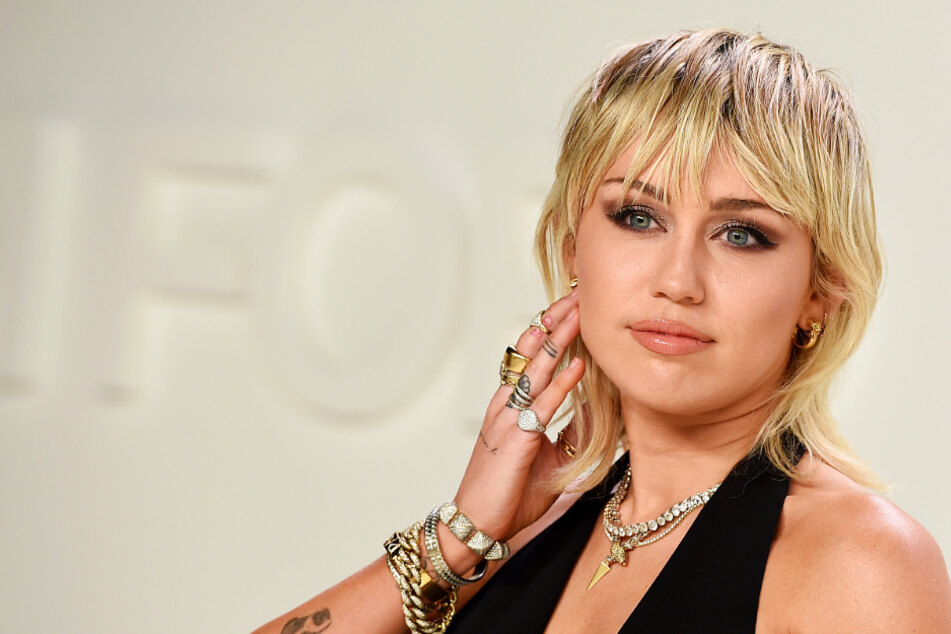 Miley Cyrus mourns her grandmother Mammie