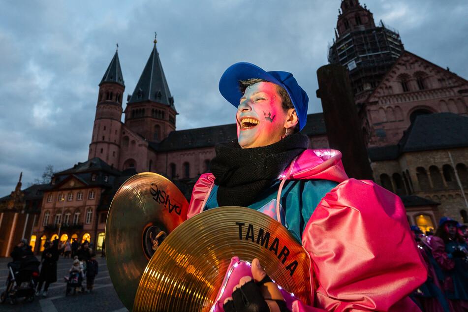 In der kommenden Karnevalssaison dürfen in Düsseldorf nur nur Geimpfte und Genesene mitfeiern.