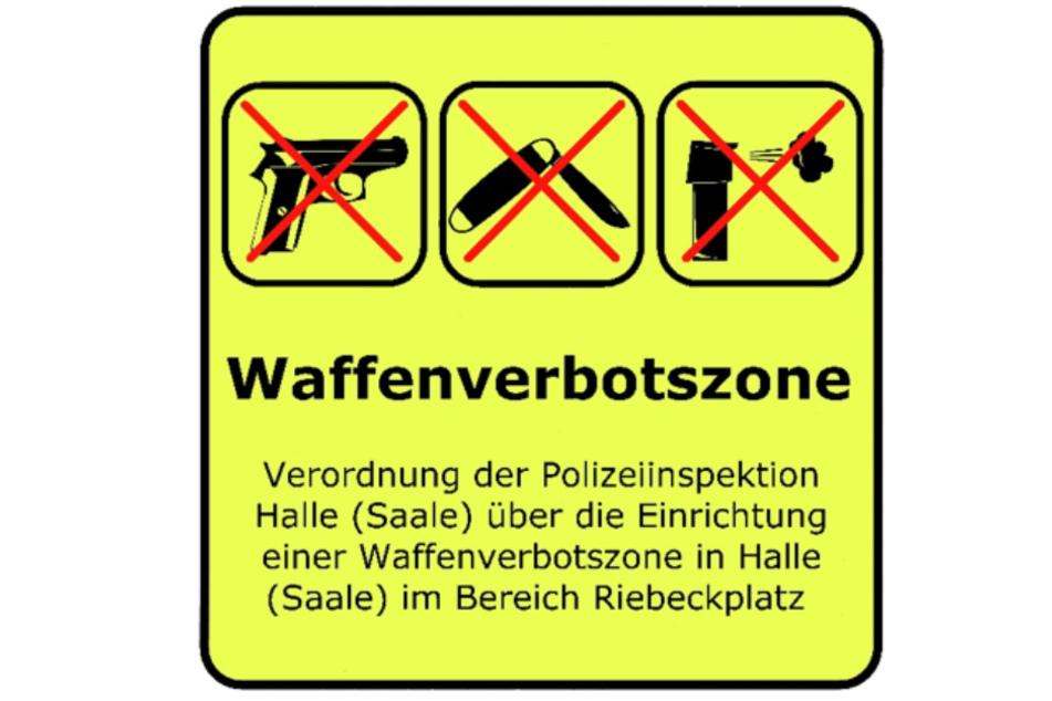 Mit diesen Schildern soll ab Mittwoch die Waffenverbotszone markiert werden.