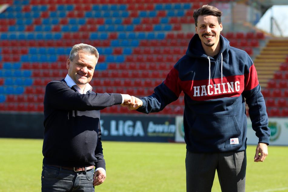 Sandro Wagner (33, r.) kam als U19-Trainer nach Unterhaching, wurde von Manfred Schwabl (55) empfangen.