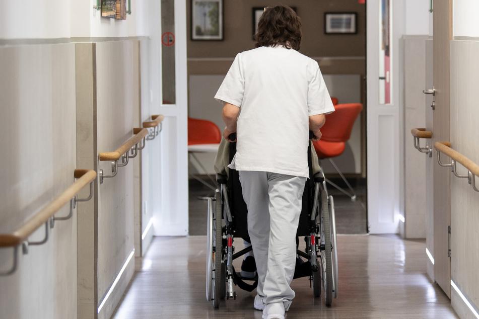 Der Bayerische Landespflegerat setzt sich für bessere Bedingungen in der Pflege ein. (Symbolbild)