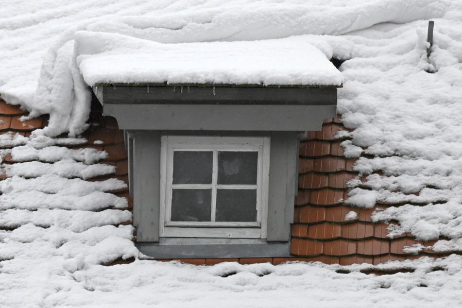 Rentner (89) will Schnee vom Hausdach räumen und stirbt