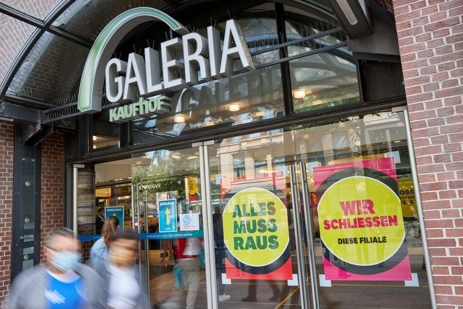 """Der Warenhauskonzern """"Galeria Karstadt Kaufhof"""" fürchtete eine Verwechslungsgefahr mit der Instagram-Seite """"Galeria Arschgeweih"""" und läutete rechtliche Schritte ein."""
