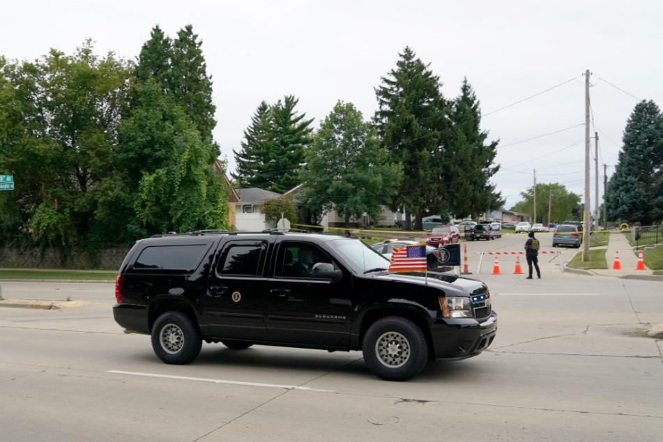 Das Fahrzeug des US-Präsidenten fährt an der Straße entlang, auf der ein Polizist am 23. August dem Afroamerikaner Jacob Blake sieben Mal in den Rücken geschossen hatte.