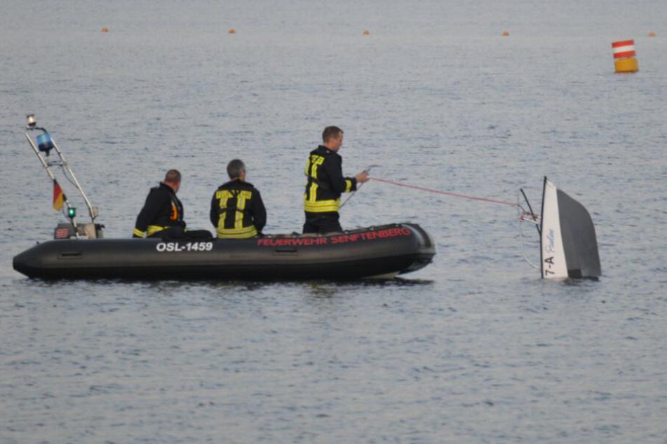 Motorboot kentert auf See! Drei Personen landen im Krankenhaus