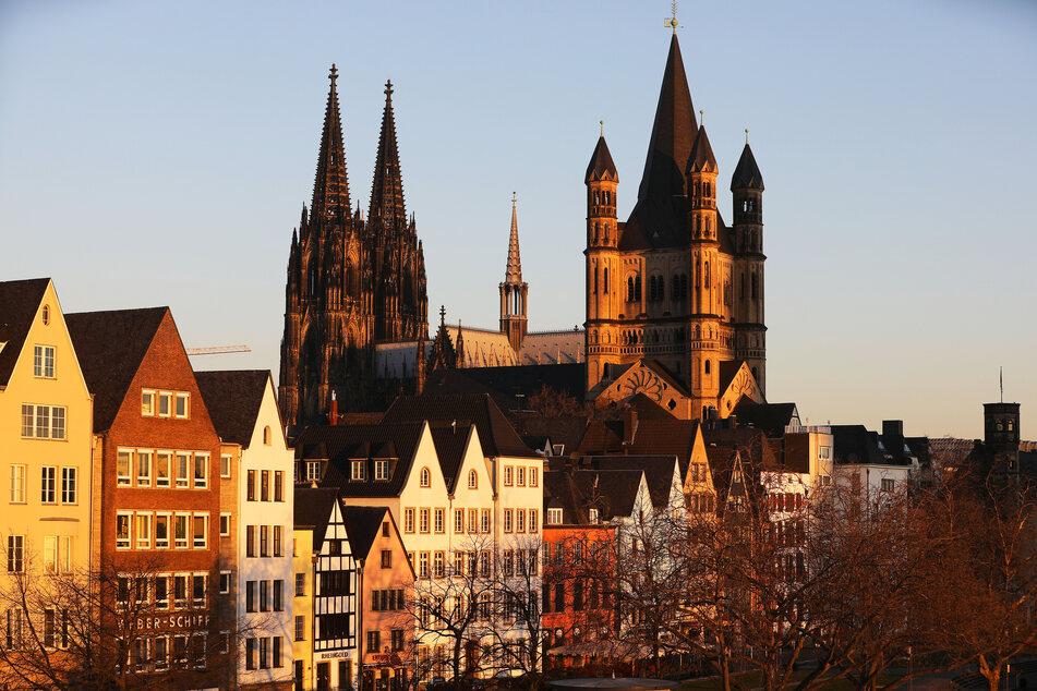 Blick auf die sonnige Kölner Innenstadt. Es soll heißen werden.