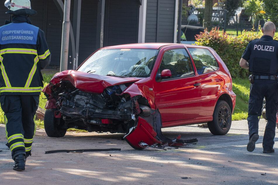 Der Kleinwagen der Feuerwehrfrau kollidierte mit dem Polizeiauto.
