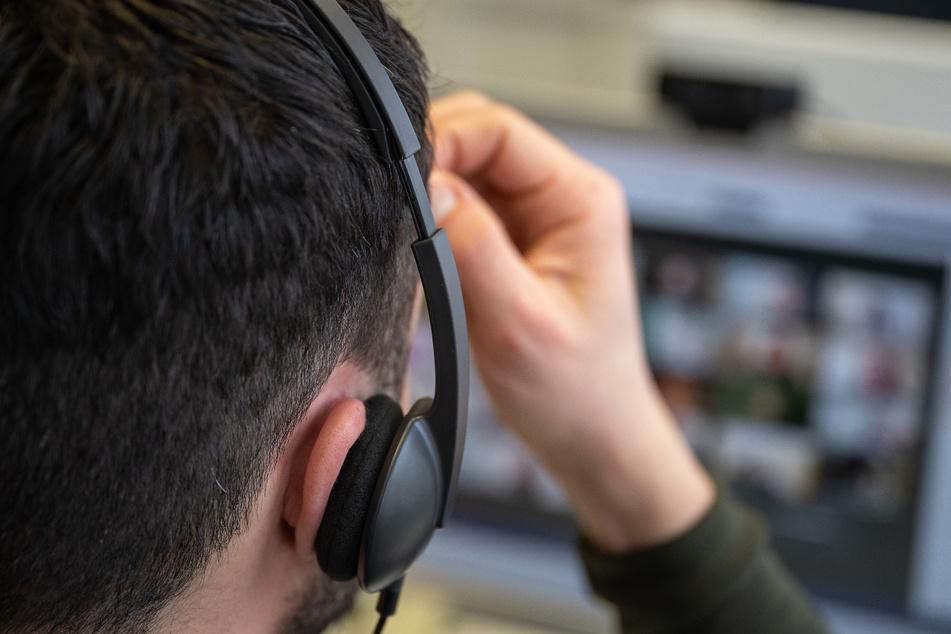 Videokonferenzen haben in der Pandemie zugenommen, daher achten die Menschen mehr auf ihr Gesicht.