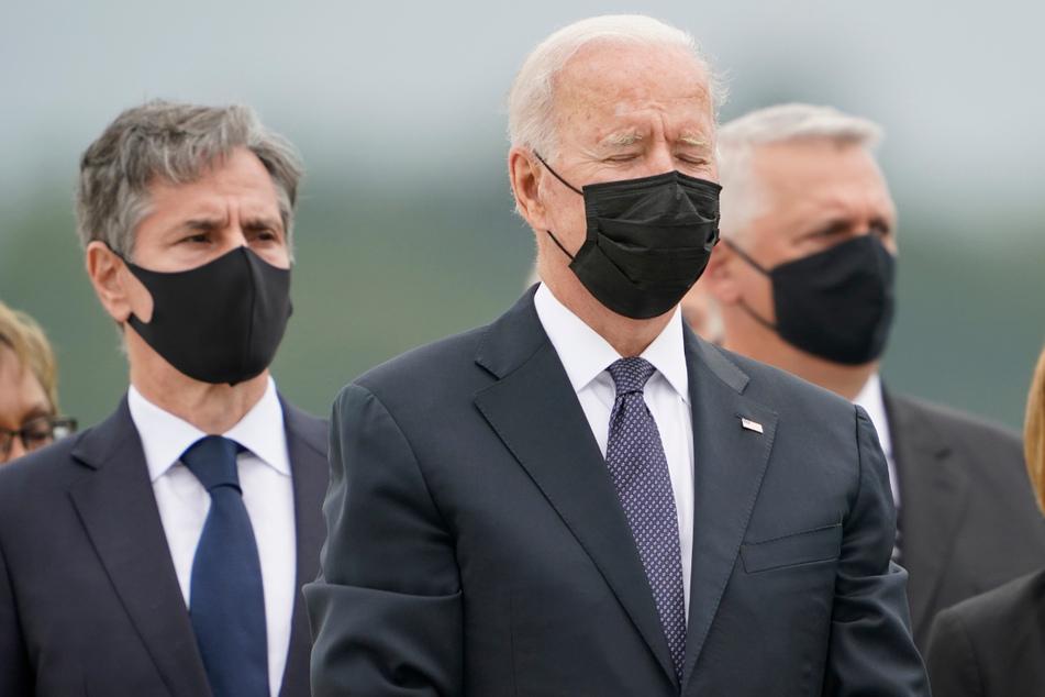 US-Präsident Joe Biden (78) und Außenminister Antony Blinken (59, l.), bei der Rückführung von elf der 13 US-Soldaten, die am 26. August bei einem Selbstmordanschlag in Kabul getötet wurden.