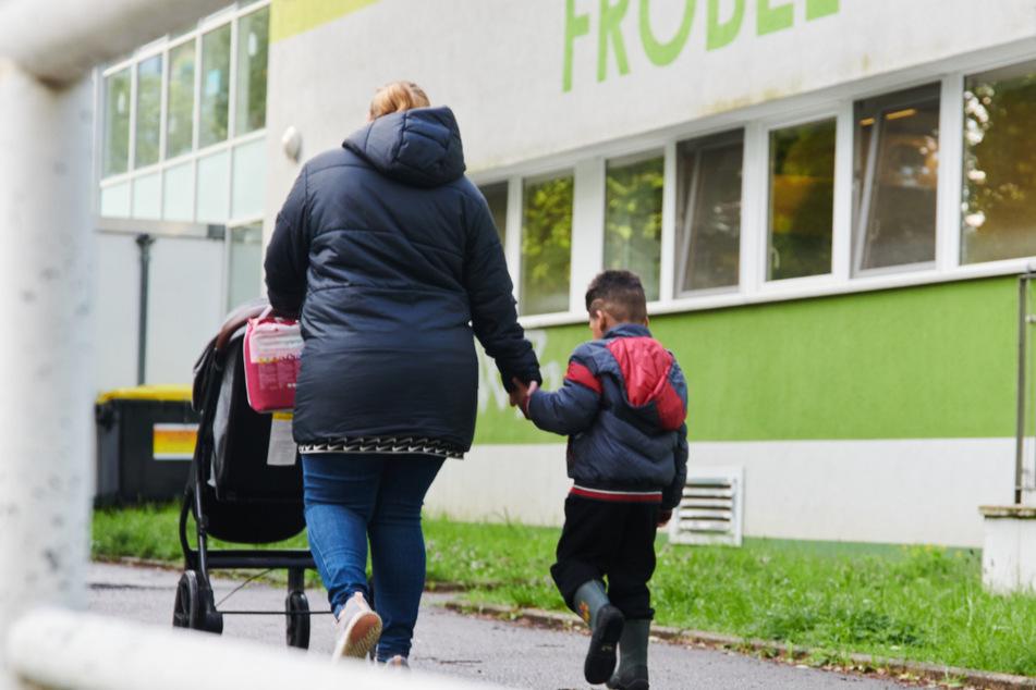 Kinder verbreiten beim Singen und Sprechen weniger Aerosole als Erwachsene. Das hat eine Studie der Charité und TU Berlin ergeben.
