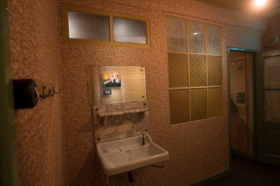 Amsterdam: Der geheime Anbau mit seinen abgedunkelten Fenstern ist im neu renovierten Anne-Frank-Haus zu sehen. Im Hinterhaus hatte das jüdische Mädchen Anne im Versteck vor den Nazis ihr weltberühmtes Tagebuch geschrieben.