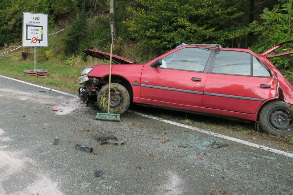 Peugeot überschlägt sich: Zwei Verletzte bei Unfall im Erzgebirge
