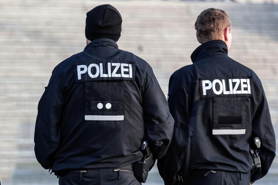 Gar keine echten Polizisten? In Heidenau gaben sich zwei unbekannte Jugendliche als Polizeibeamte aus! (Symbolbild)