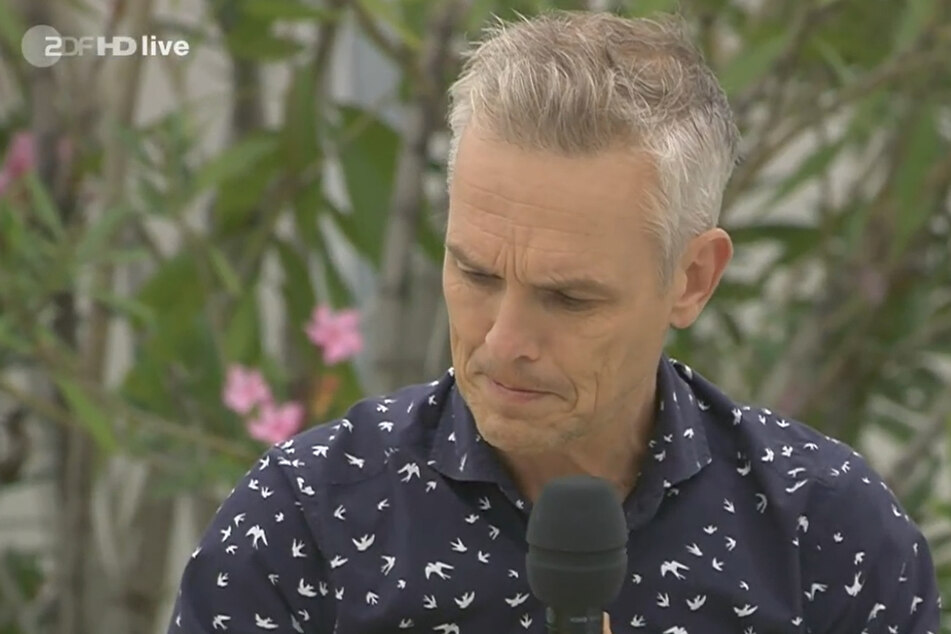 Jop Wijlacker, Sänger der Hermes House Band, ist irritiert: Im Cocktail ist tatsächlich Alkohol drin.
