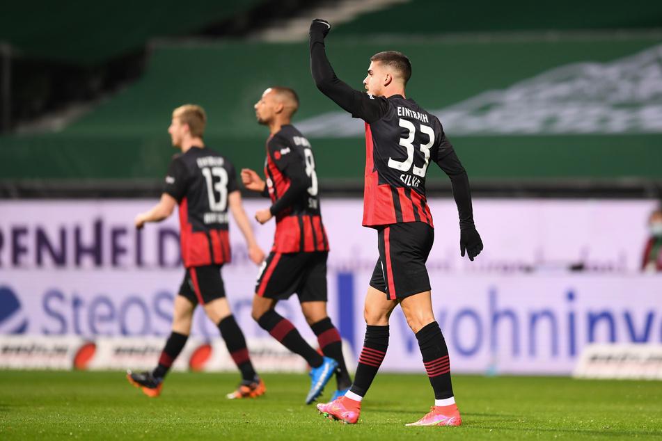 Kaum wieder auf dem Platz, schon wieder getroffen: Eintracht Frankfurts André Silva (r.) erzielte das zwischenzeitliche 1:0 beim SV Werder Bremen.