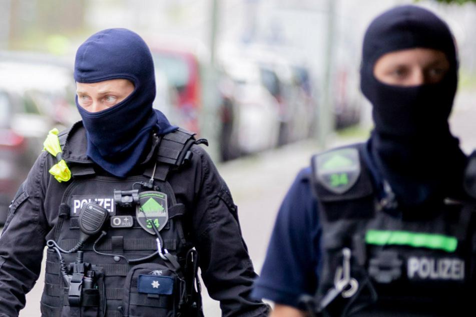Berlin: Durchsuchung in Berlin: Plante 15-Jähriger den Bau einer Bombe?
