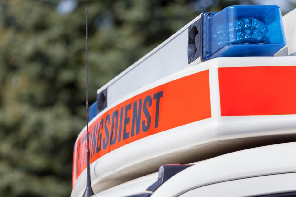 Tödlicher Unfall auf Landstraße: Zwei Autos stoßen bei Nebel zusammen