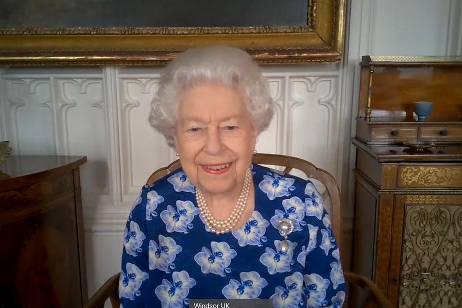 Die Queen ist hoch erfreut über die Neuigkeiten.