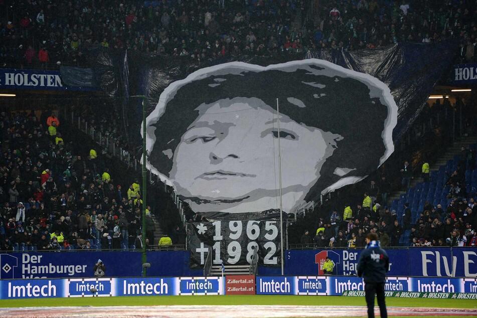 Werder-Fans gedenken dem im Oktober 1982 verstorbenen Adrian Maleika.