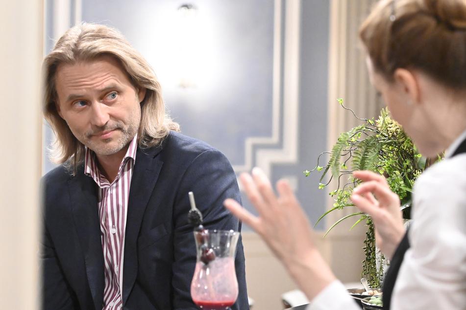 Sturm der Liebe: Rosalie bittet Michael um Geld.