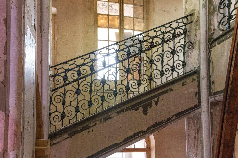 Dieses kunstvoll geschmiedete Geländer im Treppenhaus hat die wechselhaften Zeiten überdauert.