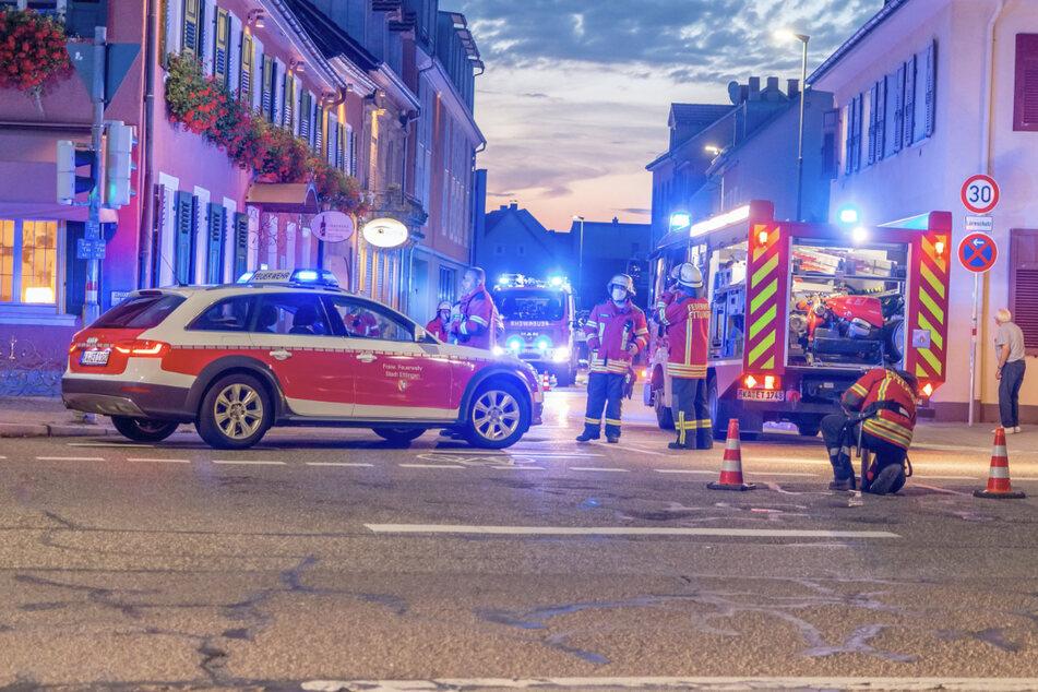 Die Feuerwehr löschte den Brand in dem Hotel in Ettlingen. Acht Menschen wurden durch Rauchgasvergiftungen verletzt.