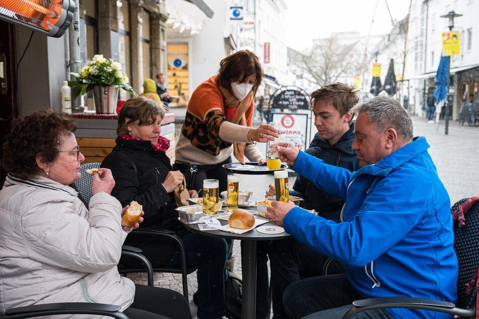 Unter strengen Auflagen: Außengastronomie in Schleswig-Holstein kann ab Montag öffnen