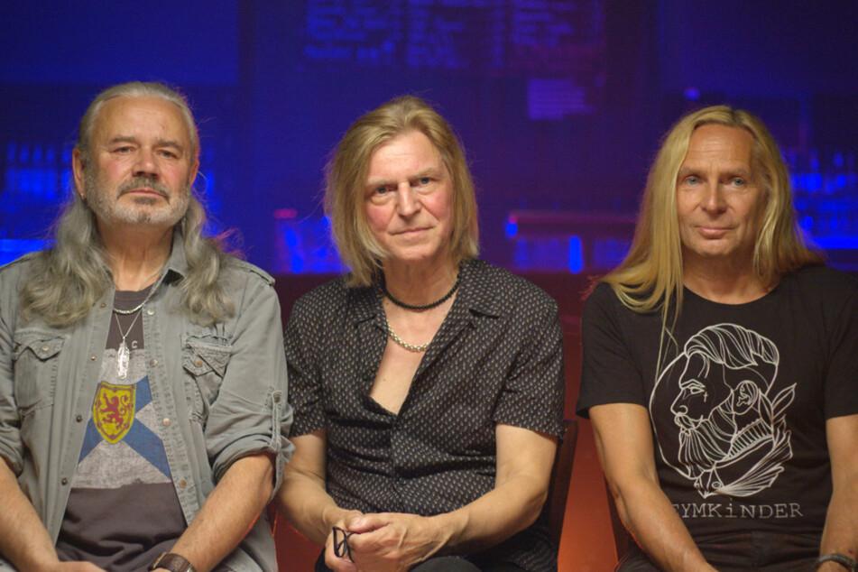"""Die langjährigen Mitglieder von """"Silly"""" (v.l. Jäcki Reznicek, Ritchie Barton und Uwe Hassbecker) berichten, dass ihr 2. Album """"Liebeswalzer"""" nur erscheinen konnte, weil drei Texte geändert wurden."""