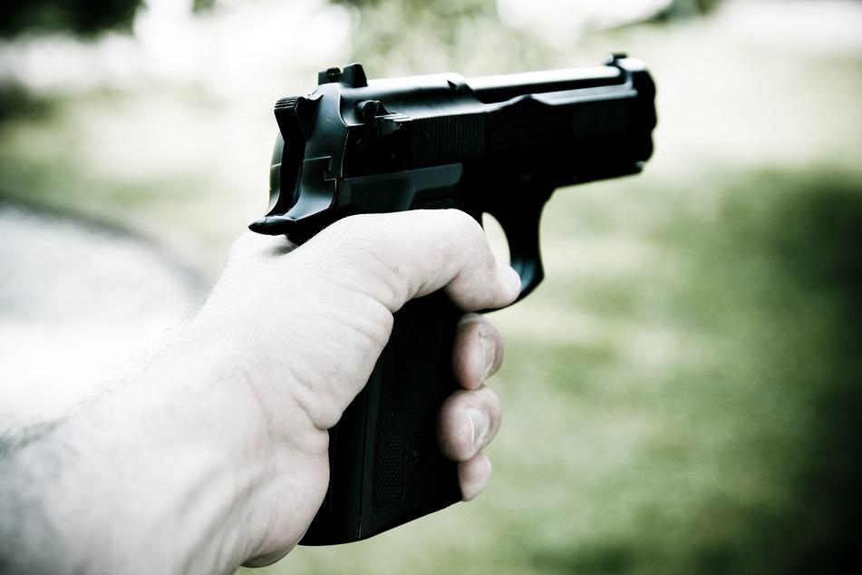 Ein 44 Jahre alter Mann hat am Mittwochmorgen in Plauen mit Schüssen seine Nachbarschaft verschreckt. (Symbolbild)